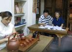 浙江省劳动和社会保障厅培训处陈小克处长在杭州市职业技能鉴定中心相关领导的陪同下于2011年8月13日下午莅临指导公刘子茶道茶艺师、评茶员考核。
